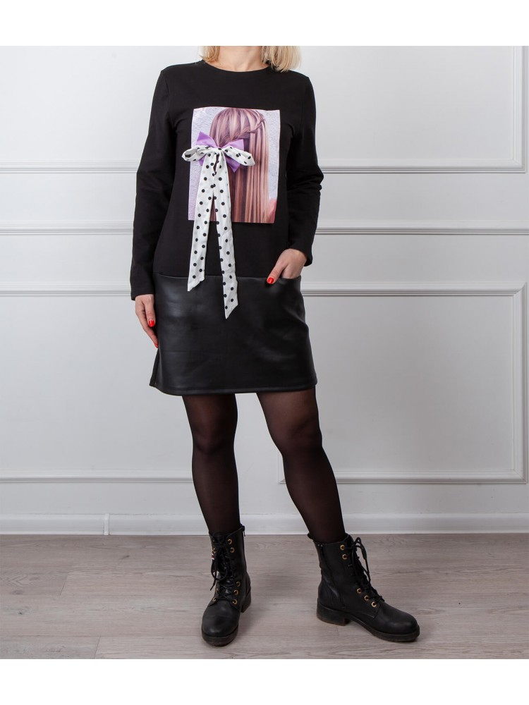 Moteriška juoda laisvalaikio suknelė su piešiniu LEN05