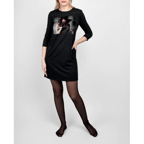 Moteriška juoda laisvalaikio suknelė su piešiniu LEN30
